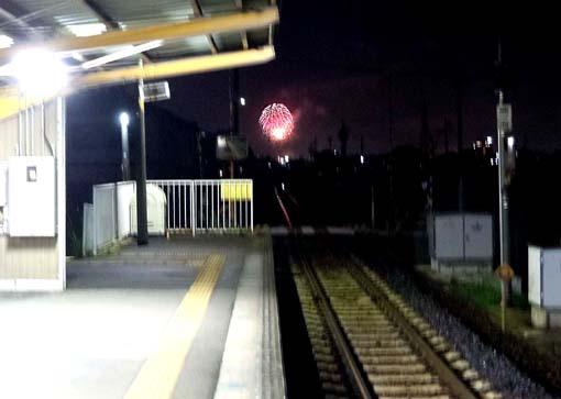駅から花火.jpg