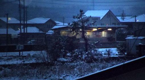 雪の無人駅01.jpg